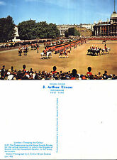 1970's TROOPING THE COLOUR LONDON UNUSED COLOUR POSTCARD