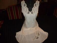jolie combinaison&fond de robe vintage jolie dentelle Taille  44 ref 50057