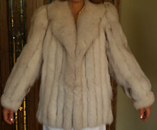 Elegant Fox Fur coat with Leather Trimming in White/Gray, Great Condition Size M