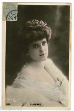 CPA F42 REUTLINGER D'ALBANY ARTISTE THEATRE MODE SEXY BOA PLUME EPAULE NUE STAGE