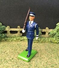 WILLIAM BRITAINS AMERICAN US AIR FORCE COLOUR PARTY METAL TOY SOLDIER ~54MM