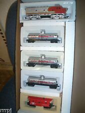 HO   SANTA FE / EXXON TRAIN SET F2-A LOCOMOTIVE 3 TANKERS AND CABOOSE # RRE380