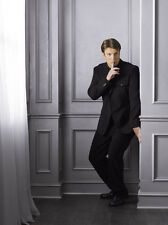 Nathan Fillion UNSIGNED photo - D1019 - SEXY!!!!!