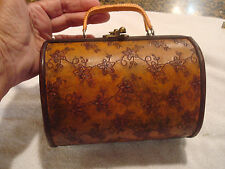 VINTAGE ROUND WOODEN HANDCRAFTED  PURSE/BAGETTE SMALL UNIQUE RARE MINT CARVED