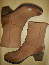 REPORT SIGNATURE  BOOTS 'FIRESIDE', DEEP TAN/TAUPE NUBUCK LEATH, SIZE 8.5 B, NEW