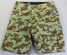 VOLCOM VARGO Mens GREEN & BROWN MILITARY COMBAT CAMO CARGO SHORTS NWT Size 28