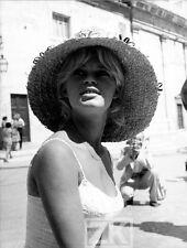 BRIGITTE BARDOT Chapeau Paille Paparazzi Italie Vie Privée Malle Phot 1961