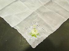 ancienne pochette mouchoir brodé broderie ajourée fleur monogramme M