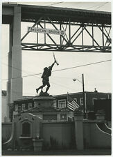ASTORIA, OREGON, 1966, AMERICAN BRIDGE USS, SOLDIER W/ GUN MONUMENT, B W PHOTO