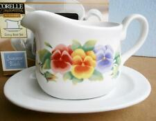 Corelle SUMMER BLUSH Stoneware GRAVY Sauce BOAT w/UNDERPLATE Colorful PANSIES NW