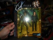 TWO - THE X-FILES SERIES ONE - AGENT SCULLY FIGURE AND  ATTACK ALIEN'S