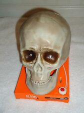 NEW GLOOM ANIMATED TALKING SKULL EYES LIGHT UP PLAYS SPOOKY SOUND EFFECTS