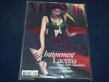 2009 DEC/2010 JAN VOGUE PARIS MAGAZINE - LAETITIA CASTA- FRENCH FASHION - O 5407