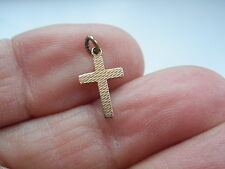 ANTIQUE VICTORIAN 9CT GOLD SMALL ENGRAVED CROSS CHARM OR PENDANT
