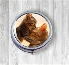 CAT AND KITTEN MOTHER LOVE PILL BOX ROUND -ghj7Z