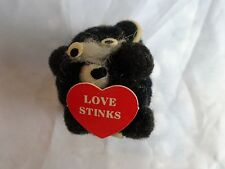 "Vintage 70s POM POM & Felt ANIMAL Valentines Day SKUNK ""Love Stinks"" Korea 1 3/4"