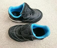 Boys childs infant 5.5 1/2 F Clarks football style shoes blue black with lights