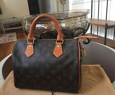 Authentic LOUIS VUITTON Speedy 25 Handbag Purse - Monogram Canvas Retail $950
