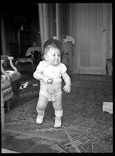 Jeune enfant bébé nourrisson jouet figurine marin Ancien négatif photo an. 1930
