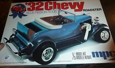 MPC 1932 CHEVY ROADSTER BLUE RIBBON HOT ROD 1977 1/25 MODEL CAR MOUNTAIN
