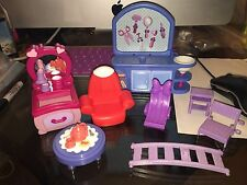 Disney Store MINNIE MICKEY MOUSE Pet Shop Sink Chairs Fence Table Beauty Parlor