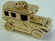 COLLECTORS 9CT GOLD 3D VINTAGE CARRIAGE CAR CHARM / PENDANT - MOVING WHEELS