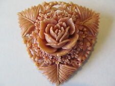 VINTAGE LARGE PALE CORAL TONE CARVED FLORAL & FERNS CELLULOID PLASTIC BROOCH PIN