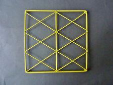 dessous de plat, en fil de fer jaune, quadrillé, vintage des années 60-70
