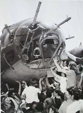 WW2 Photo WWII US War Workers Sign B-17 Memphis Belle Nose 1943   / 1238