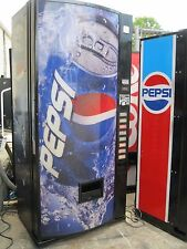 Soda Pop Drink Machine Dixie Narco 440 MC cans
