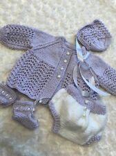 """NUOVO: Pretty HAND Knitted 4 Pezzi Vestito per 20 """" -21"""" RINATO BABY GIRL"""