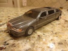 Limousine 1999 Lincoln Town Car Die Cast Diecast Toy 1:43 Pull Back Action