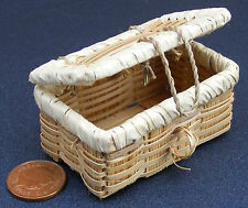 1:12 Medium Picnic Basket Dolls House Miniature Hamper Accessory Opening Lid ZL