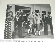 1939 Hapag-Lloyd Ocean Liner advertisement, Mom & Dad & young girl on gangway
