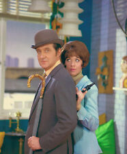 Patrick MacNee and Linda Thorson UNSIGNED photo - 408 - The Avengers