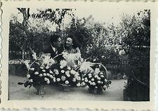 PHOTO ANCIENNE - VINTAGE SNAPSHOT - COUPLE MARIAGE AMOUREUX FLEURS - LOVERS