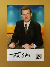 GENUINE AUTOGRAPHED PHOTO ~ POSTCARD SIZE ~ TIM CURTIS [ ANGLIA TV ]