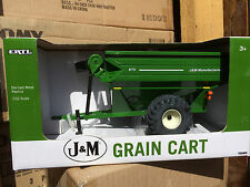 ERTL 1:32 green  J&M Grain Cart