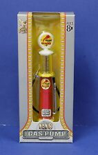 Yatming Road Signature 1:18 Roar with Gilmore Gravity Gas Pump NIB