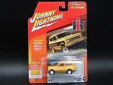 1979 INTERNATIONAL SCOUT II 2017 JOHNNY LIGHTNING CLASSIC GOLD VERSION C 1/1256