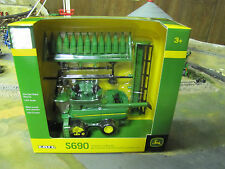1/64 Ertl John Deere S690 Combine on Tracks w/ 2 Heads & Cart