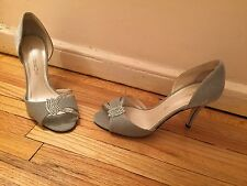 NWOT CAPARROS  WOMENS SILVER SATIN SEQUINS DECORATED SHOES  SZ 7 1/2 B