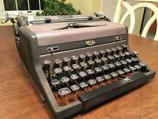 Vintage Working 1940s ROYAL GRAY-MAGIC QUIET de LUXE PORTABLE TYPEWRITER & CASE