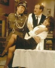 Vicki Michelle, Gorden Kaye & Guy Siner UNSIGNED photo - 1295 - 'Allo 'Allo