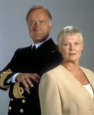 Geoffrey Palmer & Judi Dench UNSIGNED photo - P1510 - James Bond