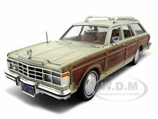 1979 CHRYSLER LEBARON TOWN AND COUNTRY BEIGE 1:24 MODEL CAR BY MOTORMAX 73331