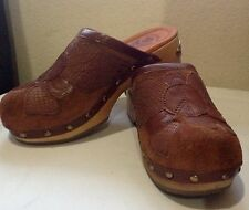 Lucky Brand Brown Leather Wood Clogs Gold Metal Logo on Heels Peace Sz 5M/35