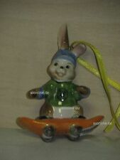 +# A016979_31 Goebel Archiv Muster Ostern Ornament Hase mit Skateboard 66-907