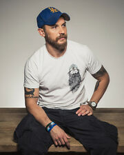 Tom Hardy UNSIGNED photo - D365 - English actor, screenwriter and producer