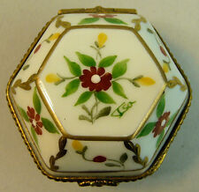 A FINE HAND PAINTED LIMOGES PORCELAIN HINGED TRINKET BOX